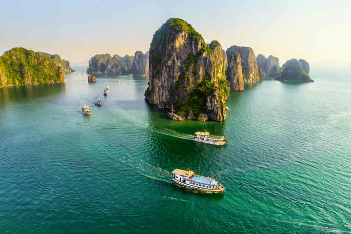 Top 8 Halong Bay Cruises receiving the best reviews