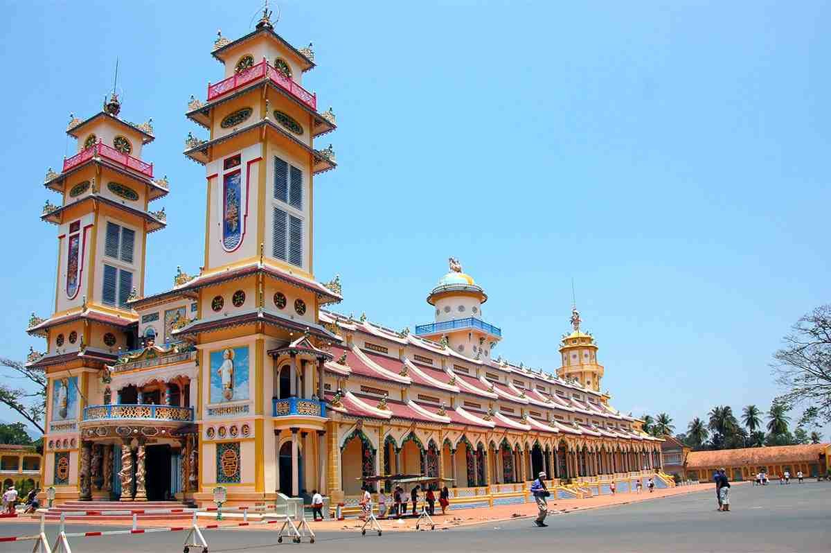 Cao Dai temple, spiritual tourism attracting visitors in Ho Chi Minh city