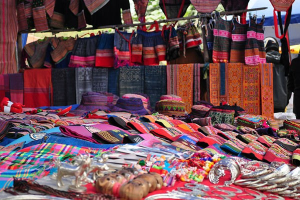 Colorful brocade - Things to buy in Sapa