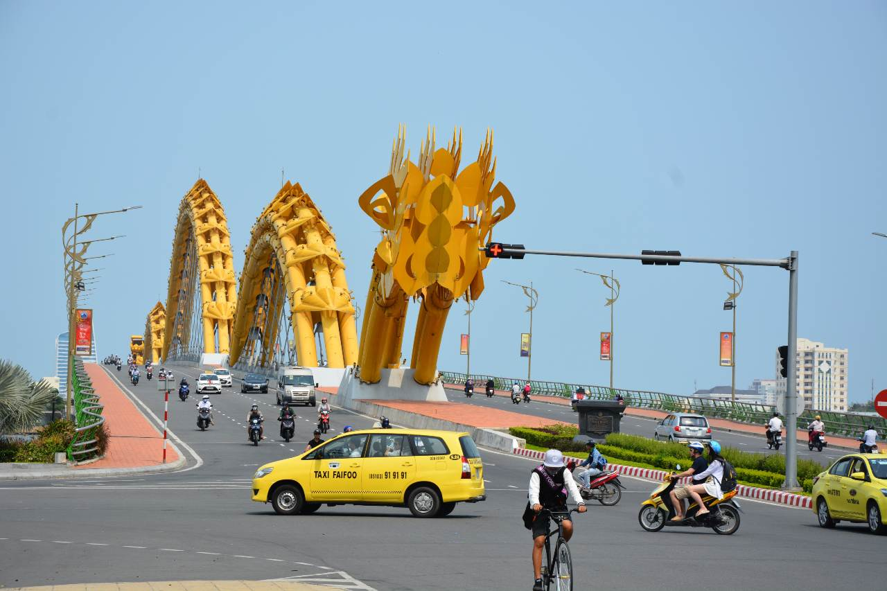 Travel from Danang to Hanoi by Taxi