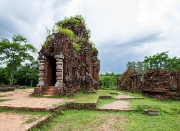 Lạc Việt: The Myth of Vietnam's Forbidden Kingdom